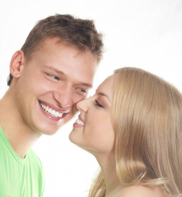 Белоснежная улыбка мужчины и женщины